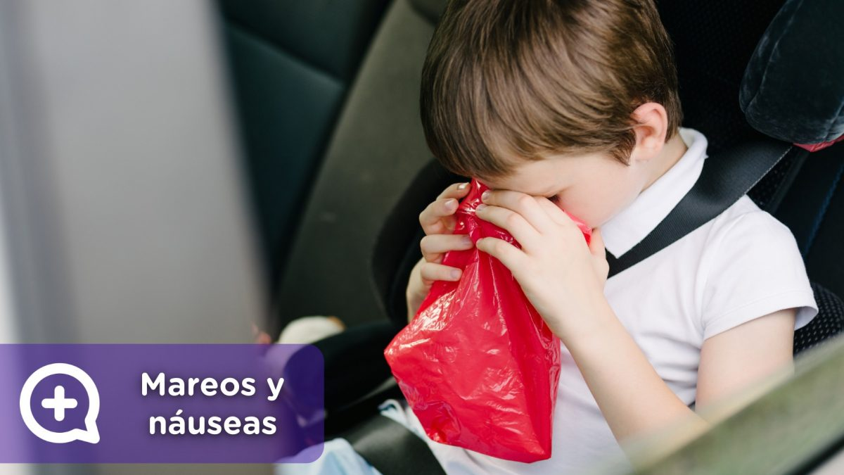 Niño o adulto mareado en el coche, con náuseas, vomitando y desorientado, con malestar general