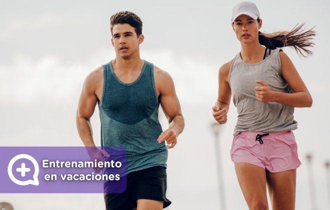 Entrenamiento, ejercicios, fitness realizado durante las vacaciones en la playa.