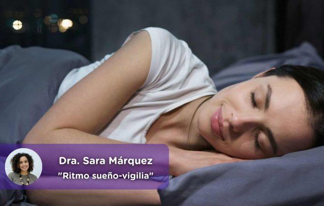 Mujer dormida, trastorno del sueño, insomnio, Ritmo-sueño-vigilia-Sara-Márquez-MediQuo